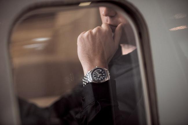 银河世界时区SleekT腕表外观动感、使用便捷、高精密度的腕表,完美呈现了百年灵「专业人士腕表腕上仪表」的气质表