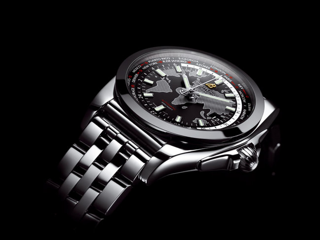 银河世界时区SleekT腕表采用Pilot飞行员精钢表链,细致耐用